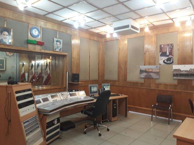 مراسم عقد در استودیوی رادیو