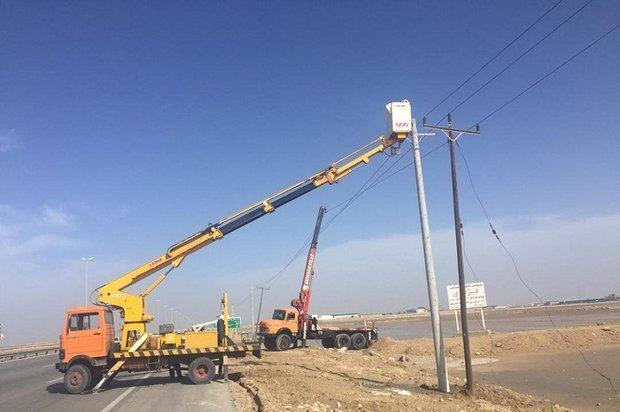 طوفان به شبکه برق رسانی استان بوشهر خسارت وارد کرد