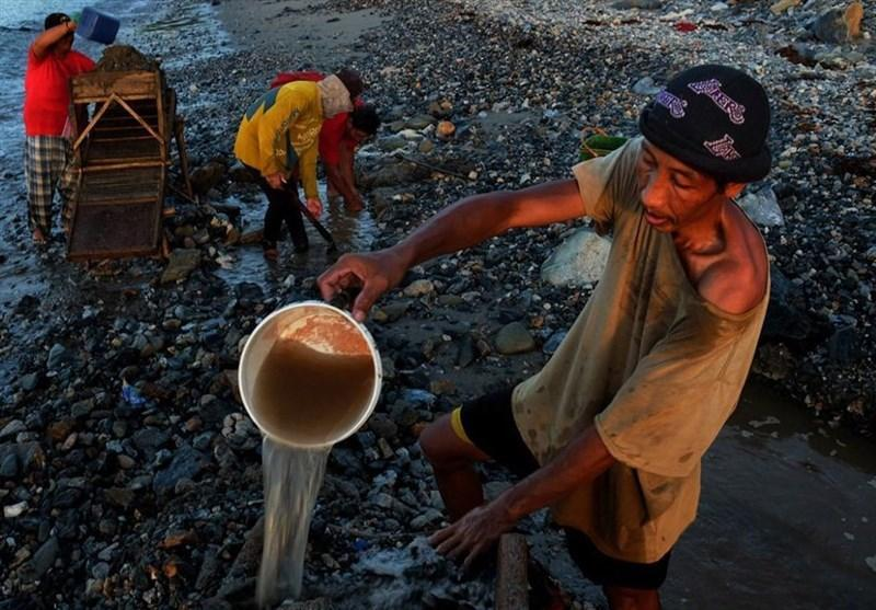 عکس، استخراج پرمشقت طلا در اندونزی