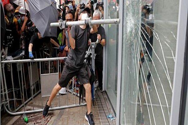 ادامه ناآرامی ها در هنگ کنگ، کوشش برای بستن جاده ها توسط آشوب گران
