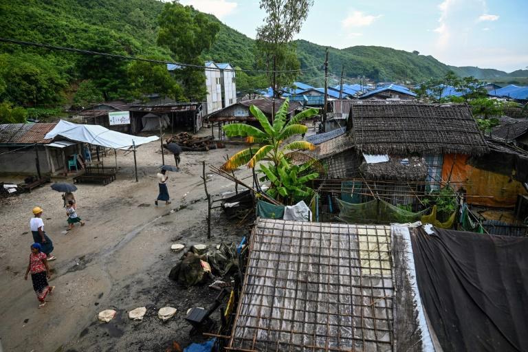 زندگی مسلمانان میانمار در اردوگاه های اجباری(