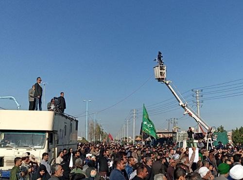 دانشجویان و مردم خرمشهر و آبادان به تشییع پیکر شهید ابومهدی المهندس پرداختند