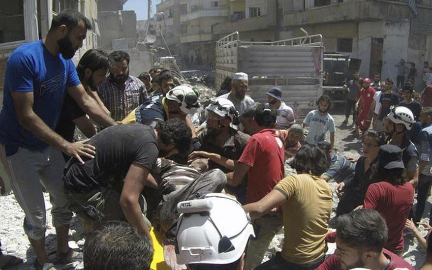 خبرنگاران روسیه: بخش اطلاعاتی آمریکا و انگلیس از کلاه سفیدها علیه سوریه حمایت می کنند