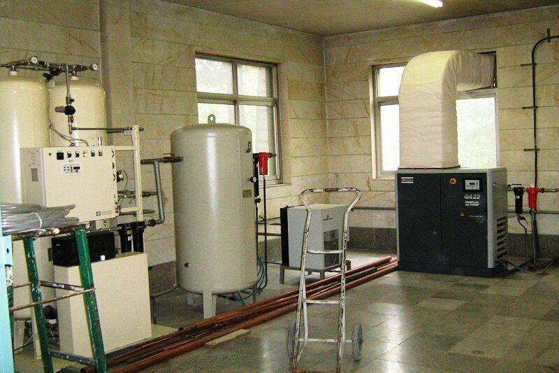 خبرنگاران چهارمین دستگاه اکسیژن ساز تحویل بیمارستان فارابی کرمانشاه شد