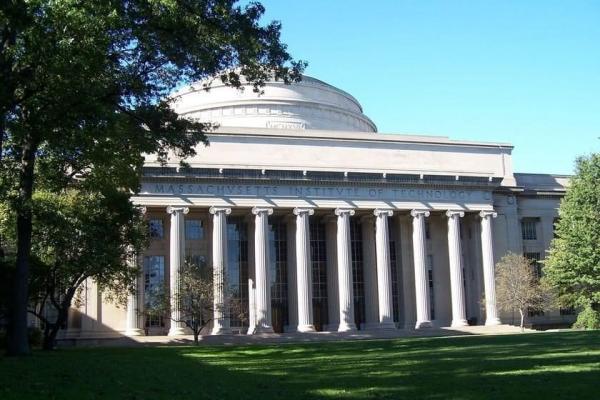 دانشگاه ایرانی، کالج آمریکایی