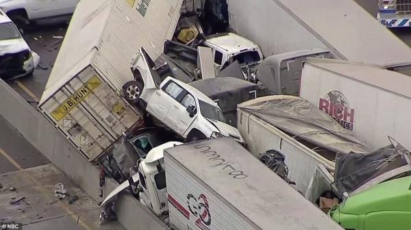 خبرنگاران تصادف مرگبار و زنجیره ای خودروها در تگزاس