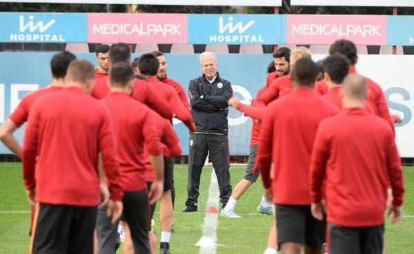 دنیزلی: یک قهرمانی به پرسپولیس بدهکارم ، دوست داشتم سرمربی تیم ملی ایران شوم خبرنگاران