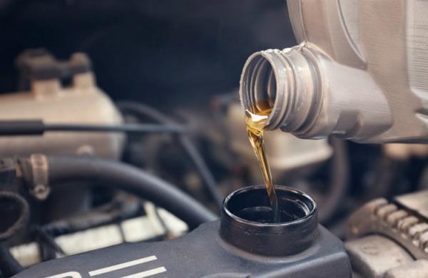 بهترین زمان تعویض روغن موتور خودرو را چطور حساب کنیم؟